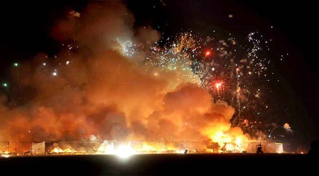 Ấn Độ: 230 cửa hàng tan hoang trong biển lửa pháo hoa