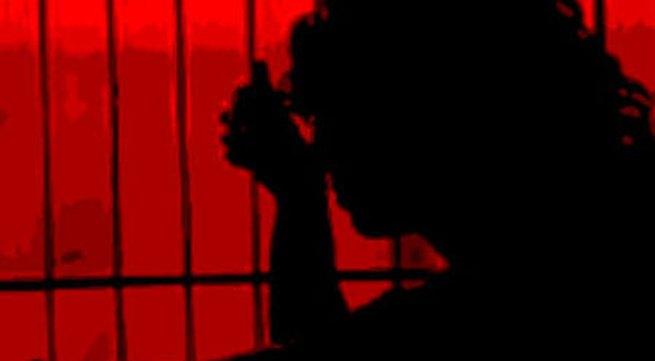 Bị đánh, vợ gọi nhân tình tới giết chồng