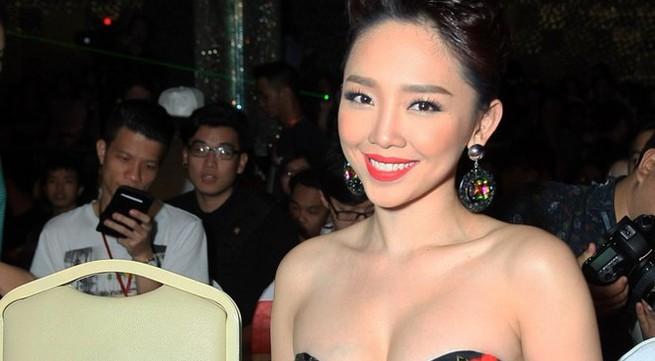 Tóc Tiên gợi cảm đi xem liveshow Wanbi Tuấn Anh