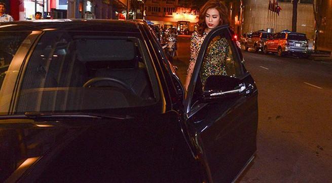 Hoàng Thùy Linh tự lái xế hộp tiền tỷ đi event