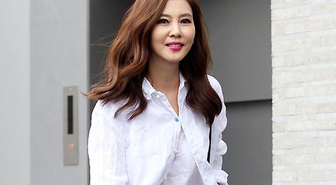 Kim Nam Joo đẹp rực rỡ tuổi 43