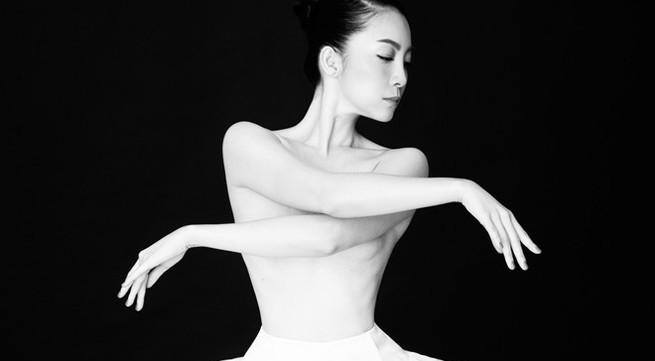 Linh Nga bán nude nhảy múa trong phòng tập