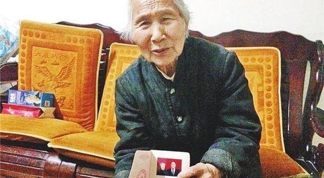 Rớt nước mắt chuyện tình cảm động vượt thời gian của cụ bà 85 tuổi