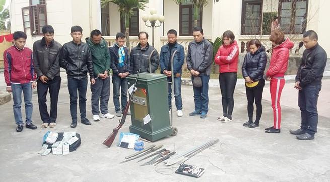 Trùm lô đề lắp 10 camera quanh nhà, sử dụng súng quân dụng