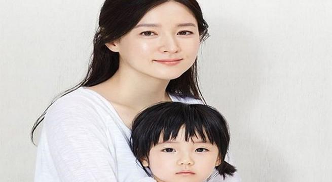 """Con gái """"nàng Dae Jang Geum"""" xinh giống mẹ ngày nhỏ"""