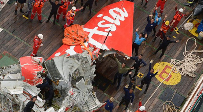 Phi công QZ8501 đã ngắt hệ thống an toàn trước khi máy bay lao xuống biển