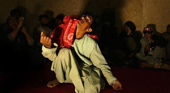 Bí mật đen tối sau nghề 'trai nhảy' ở Afghanistan