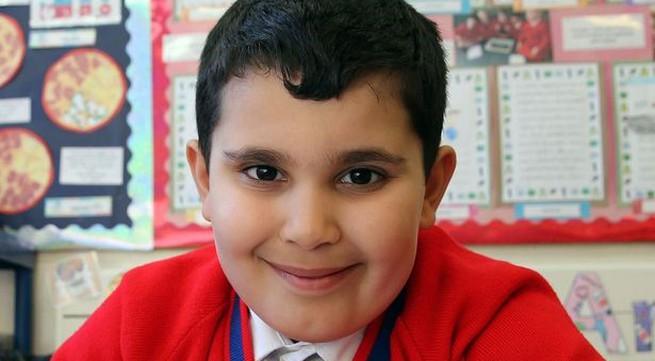 Thần đồng 6 tuổi thi đỗ chứng chỉ của học sinh lớp 9