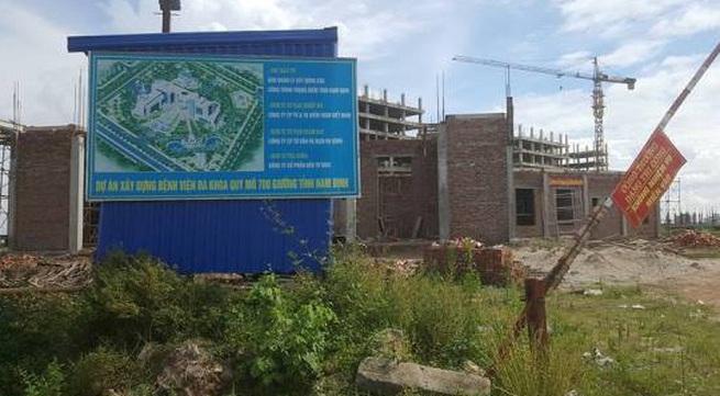 """""""Siêu dự án"""" bệnh viện bỏ hoang: Do tỉnh Nam Định vung tiền bừa bãi cho nhà thầu?"""