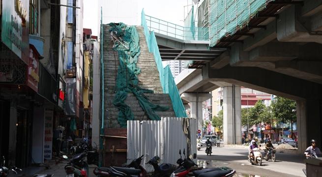 Những hạng mục của dự án đường sắt Hà Đông - Cát Linh trông không khác gì nơi hoang phế