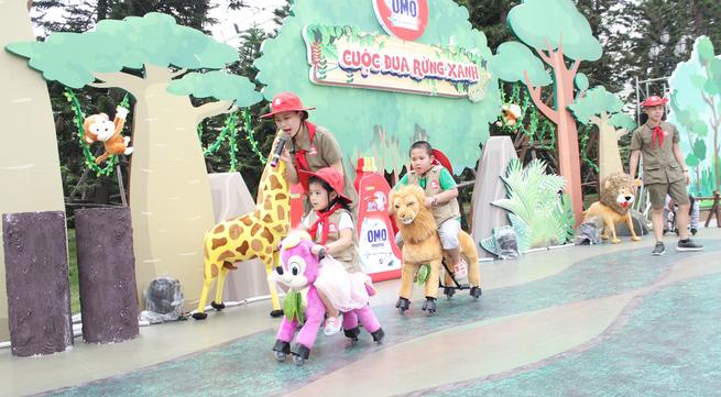 """""""Giải mã"""" nguyên nhân hàng trăm bà mẹ Việt đưa con tới sân chơi phủ đầy thú nhồi bông"""