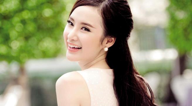 """Bất ngờ với cách sao Việt… tự PR: Angela Phương Trinh  """"làm màu"""" bằng sự phản cảm"""