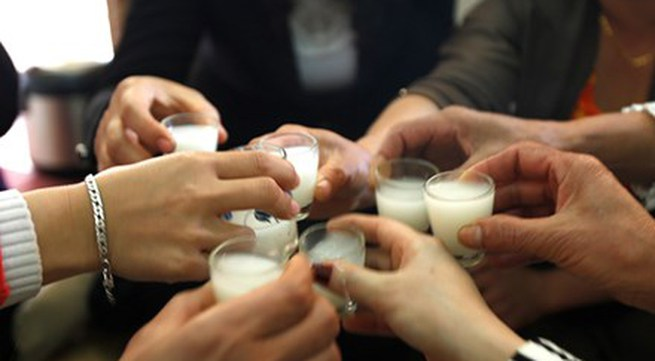 Viêm phổi, hại gan, chảy máu dạ dày vì uống rượu xong lại giải rượu theo cách này
