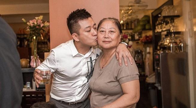 Mẹ ca sĩ Tuấn Hưng: Hưng đang bị kiệt quệ nên tôi sẽ bán nhà để hỗ trợ con