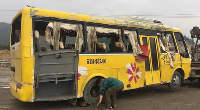 Vụ lật xe khách ở Đà Nẵng: Tài xế đang gọi điện thoại thì xe gặp nạn