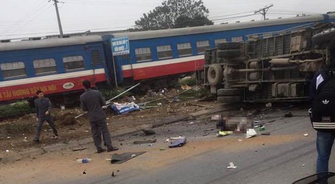 Tài xế xe tải tử vong sau pha va chạm với tàu hỏa