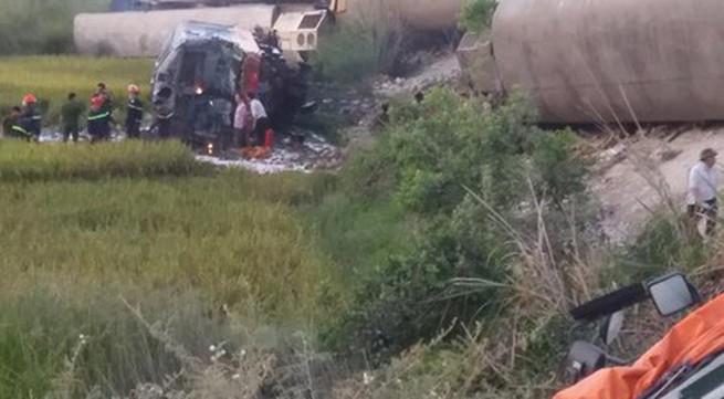 Vụ tàu khách đâm xe tải chở đá tại Thanh Hóa: Khởi tố vụ án, khởi tố bị can, bắt tạm giam 2 nhân viên gác chắn