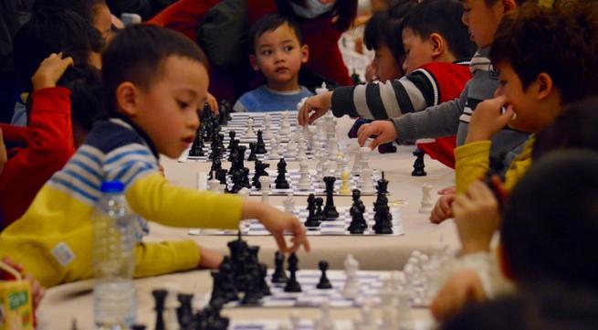 Lần đầu tranh tài của các kỳ thủ cờ vua 3 tuổi