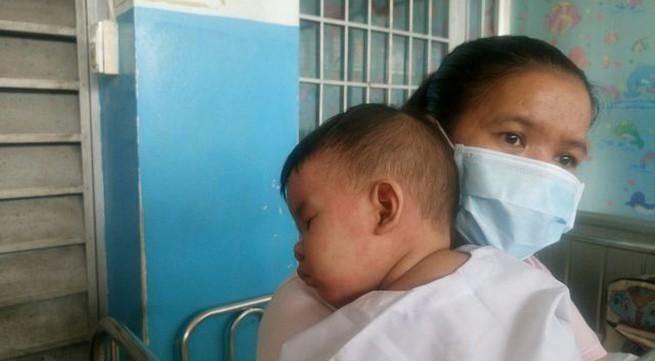 Sởi chưa có dấu hiệu dừng lại ở hai miền, vẫn còn những phụ huynh ngần ngại tiêm đủ mũi vaccine cho con