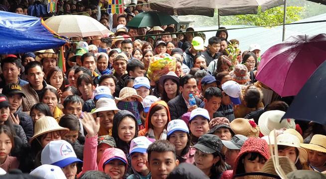 Chùa Hương liên tục tắc nghẽn vì lượng khách đổ về tăng đột biến