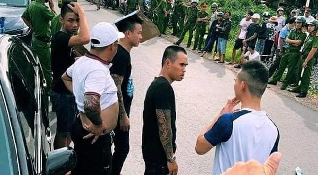 Vụ nhóm giang hồ xăm trổ vây xe công an tại Đồng Nai: Bắt thêm đối tượng, khởi tố vụ án