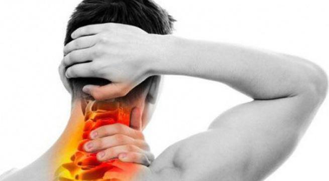 Mắc chứng đau cổ vai gáy vì sao?