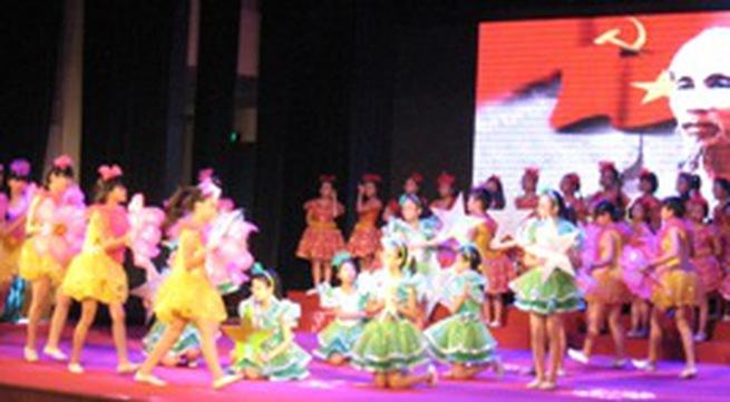 Hà Nội: Gần 3.000 thiếu nhi học bơi miễn phí