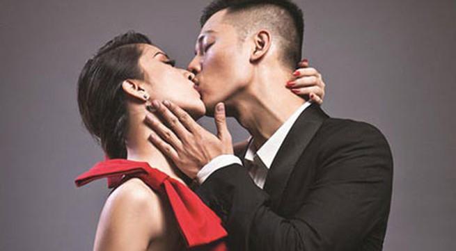 """Đức Tuấn """"giải mã"""" nụ hôn với Khánh Thi"""