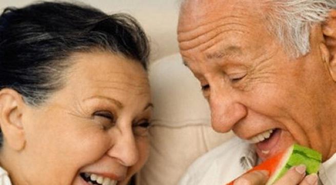"""Những thực phẩm """"giết chết"""" ham muốn ái ân ở người cao tuổi"""