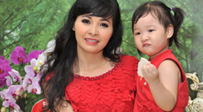Ca sĩ Trang Nhung: Cuộc sống xa hoa và tấm lòng từ thiện