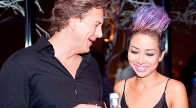 Thảo Trang thân mật cùng bạn trai Tây trong quán bar
