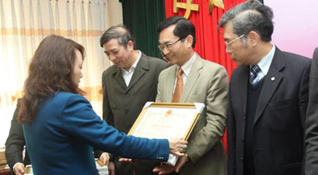 Báo Gia đình&Xã hội nhận Bằng khen của Bộ trưởng Bộ Y tế