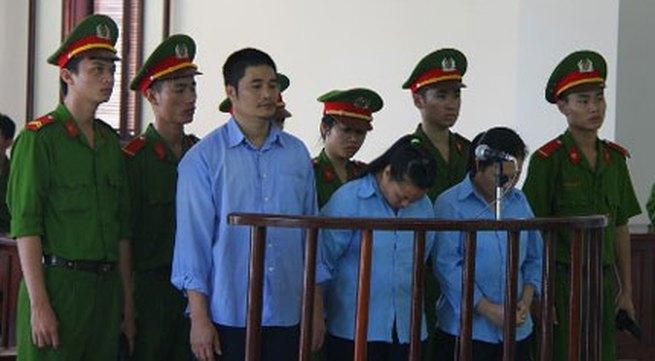 """Bị cáo tại tòa án Đà Nẵng mặc """"đồng phục"""" - Màu của phân biệt!"""