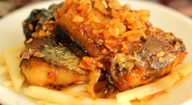 Cơm ngon với món cá chiên mắm tỏi