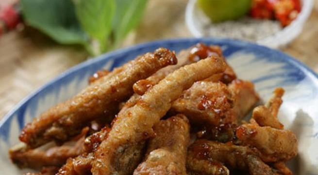 Khám phá món chân gà muối chiên mới lạ tại Sài Gòn