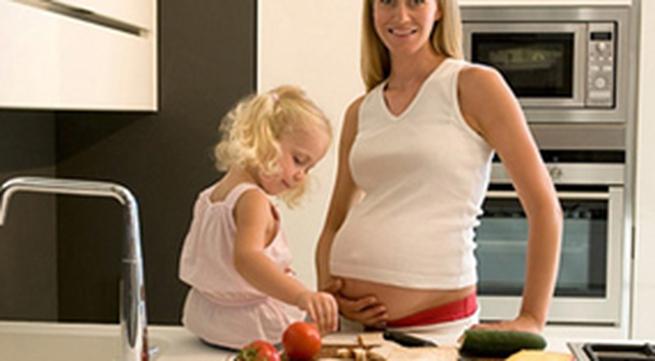 Nên ăn gì trong 3 tháng đầu thai kỳ?