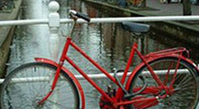Đi trộm xe đạp nhưng… để quên mất xe máy