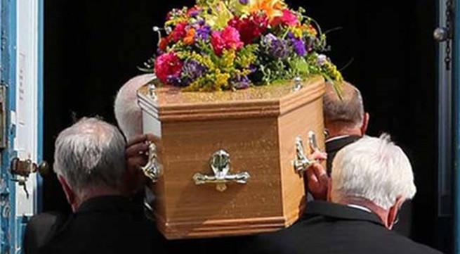 Nhầm... quan tài trong lễ tang, người thân choáng váng