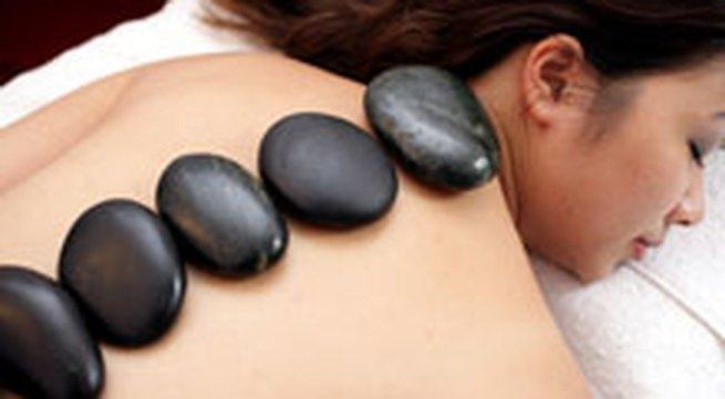 Chùm ảnh: Massage bằng đá nóng ở Hà thành