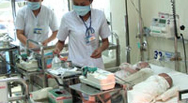 Trẻ sơ sinh ọc sữa, vặn mình có thể do thiếu canxi