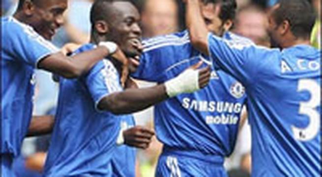 Chelsea thắng vất vả, Arsenal thắng hú vía !