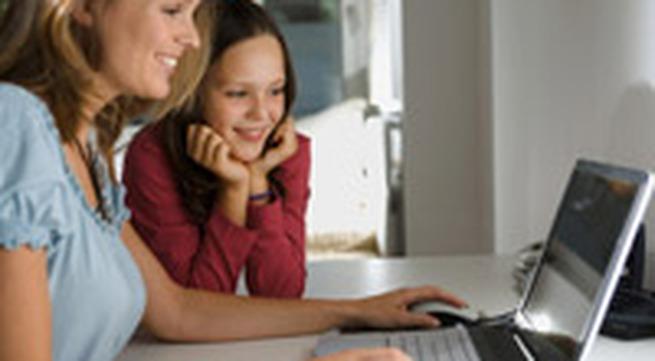 Cùng con học tập online