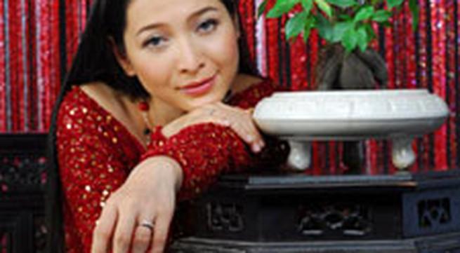 """MC Quỳnh Hương: """"Buông việc ra chỉ có gia đình"""""""