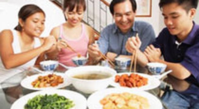 Chuẩn bị một bữa ăn đủ chất cho gia đình