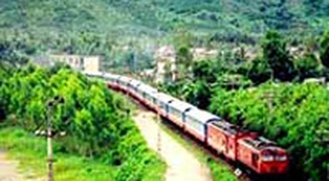 Giá vé tàu, xe tuyến Bắc - Nam bắt đầu giảm