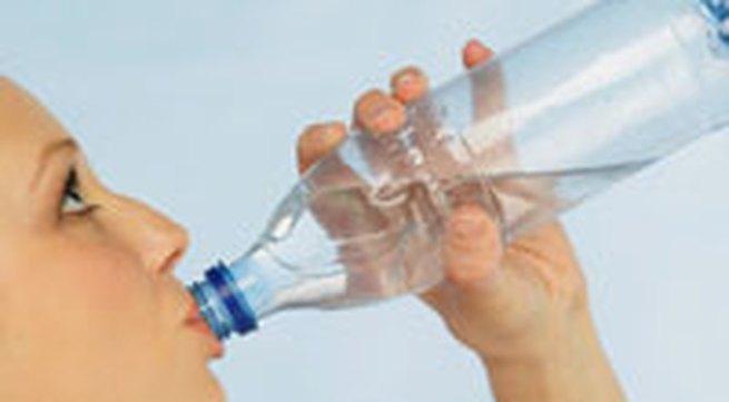 Uống nước sôi để nguội lâu ngày dễ bị ung thư