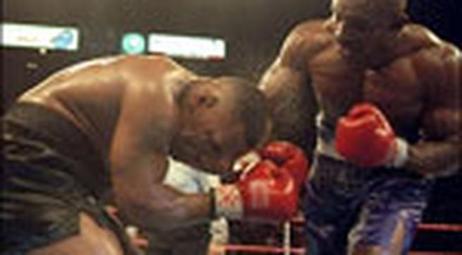 """Ảnh: Những trận đấm bốc """"lịch sử"""" giữa Mike Tyson và Holyfield"""