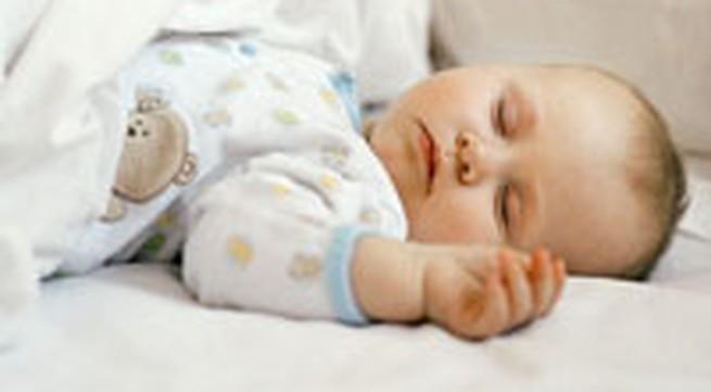 Nằm nôi ảnh hưởng đến não trẻ?
