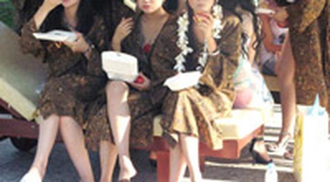 Chùm ảnh: Chuyện lạ hậu trường Hoa hậu TG người Việt