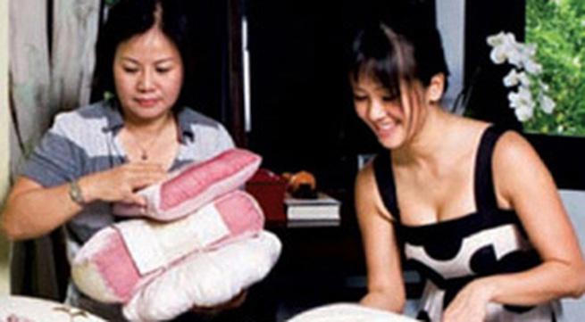 """Chuyện về """"mẹ kế"""" của Hồng Nhung"""